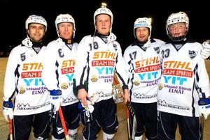 Daniel Lissollas, Jörgen Momqvist, Andreas Gazett, Dan Hjelm och en ung Felix Pherson i Rättvikströjan 2009. Momqvist är en av de äldre spelarna som tillsammans med Hjelm numera spelar matcher för klubbens u-lag.