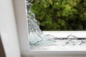 Polisen tror att de utländska kriminella nätverken står för mellan 30 och 50 procent av villa- och lägenhetsinbrotten.