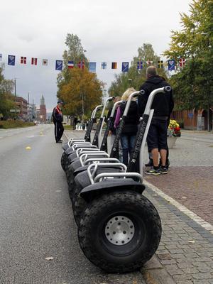 Många ville testa på att köra Segway men regnet satte till slut käppar i hjulen även för de mest intresserade.