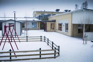 Lekområdet på Långsele skola luktar skit.
