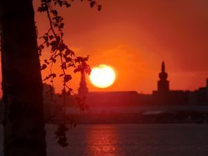 Upplevde en fantastisk solnedgång i lördagskväll (15 maj 2010) vid småbåtshamnen i Tegeludden, Västerås.