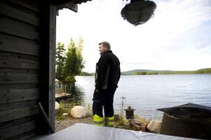 Här har Carl-Anders Olars sitt paradis - stranden vid sjön Balungen.