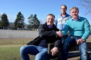 Pelle Berglund, Anders Pettersson och Erik Högberg välkomnar det nu inledda samarbetet mellan Bobergsgymnasiet och Ånge IF.