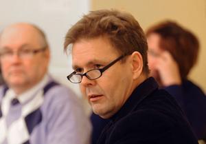 Tekniske chefen Anders Aune svarade på frågor om Brotorget-avtalen under fullmäktigemötet.