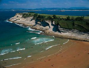 Tidvattnet förändrar strandlinjen.