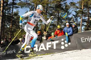 Daniel Richardsson på väg upp för Mördarbacken i Falun. Det var han som satte färg på lördagens världscuplopp i Falun. Daniel slutade på fjärde plats. Foto. ANDERS HANSSON