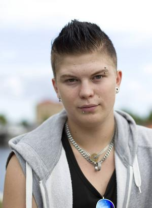 Jakob Falk 17 år, studerande, Sundsvall:   – Kan du lova att satsa på fler  sommarjobb för ungdomar?