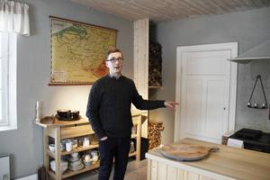 Jeroen Sleurs, Stilleben, köper gamla förskolan i Åmot och förvandlar fastigheten till ett bed and breakfast.
