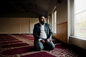4 oktober 2014. Jamal Lamhamdi, ordförande i Stiftelsen Örebro moské, uttalar moskéns avståndstagande från IS i NA.