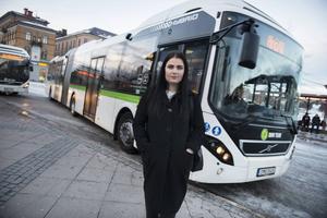 Elin Nilsson oroas över att hundralappen kan försvinna enligt ett förslag som Kollektivtrafikmyndigheten tagit fram.