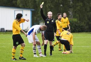 Per Melin delade ut några gula kort, främst i den andra halvleken, mellan Bergvik och Ljusne.