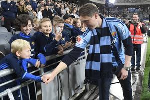Hjälten har kommit hem. Kim Källström bär återigen Djurgårdens tröja, vilket gör honom till en förebild för klubbers unga fans.