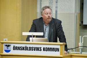 Lars Eidenvall (KD) är beredd att betala en resa till Rumänien för Ronny Edlund.