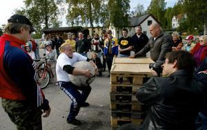 Jonas Svedin, Sundsvall, kallad Raggar-Jonas, klarade Atlasstenar på 120, 130 och 140 kilo.
