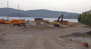 Grävmaskinerna som skalade bort den förgiftade jorden är nu borta och området ska gå att vistas på igen.