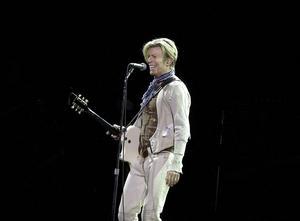 David Bowie under en spelning i Globen 2003, det blev hans sista konsert i Sverige. Arkivbild.