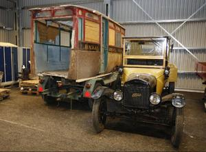 Här är den busskaross som hämtades i Rödösundet i höstas. Så småningom ska den placeras på T-forden intill.