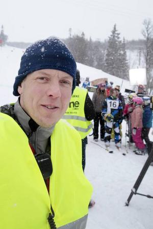 Filmkommissionär Per Hjärpsgård fungerar under inspelningen som en slags alltiallo, och har titeln produktionskonsult.