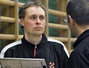 Tränaren Pelle Ohlin hade lätt att hålla sig för skratt efter kvalreturen i Uppsala där ett kryss inte räckte till ettan för Bollnäs/Hertsjö.