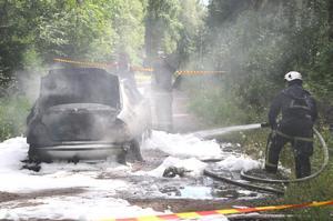 Räddningstjänsten släckte snabbt elden i bilen.