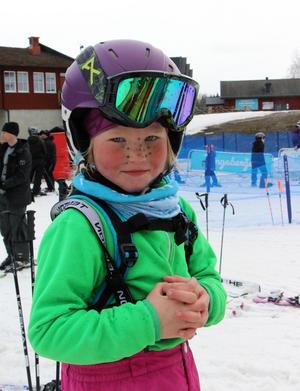 Meya Larsson, påskkärring och alpin talang.