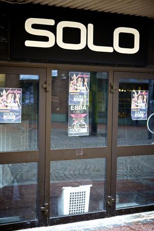 Efter fyra års verksamhet får Solo snart ta ner skylten vid Storgatan i Ludvika.