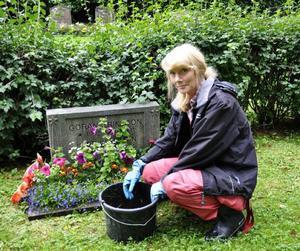 Kyrkvaktmästare Margareta Tjernström anser att det inte finns någon anledning att oroa sig för blomstölder:– Det hör absolut inte till vanligheterna.