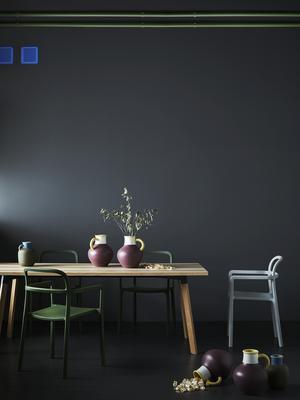 Möblerna och inredningsdetaljerna passar utmärkt tillsammans.