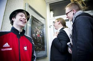 Fredrik Palmborn Olofsson, Simon Nilsson och Felix Klom gick alla i ES 08, klassen som dokumentären handlar om.