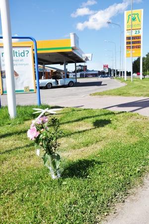 En 37-årig Gävlebo avled tragiskt efter en motorcykelolycka i korsningen Nygatan, Gävlevägen, vid Preemacken i Skutskär natten till fredagen.