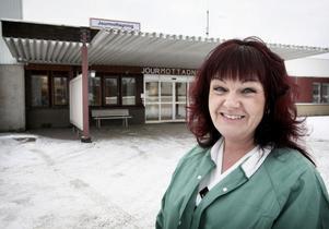 Hos oss finns distriktsläkare på plats dygnet runt, säger Liselotte Andersson. Under 2011 ökade antalet patienter på jourmottagningen.