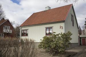 Ett hus som levererades 1942 . Tillverkat på Håstaholmen i Hudiksvall åt Svenska Trähus.