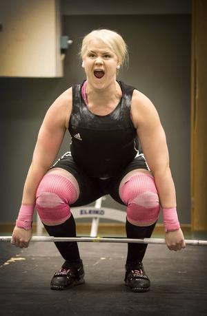 Det blir inget deltagande i Nordiska mästerskapen för SM-guldvinnaren i tyngdlyftning, Paula Junhov-Rindberg.