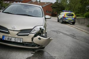 Bilen fick bärgas från olycksplatsen.