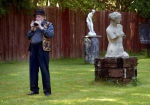 Curt Agge upplåter varje sommar sin trädgård till Blue Cats för en jazzkonsert.