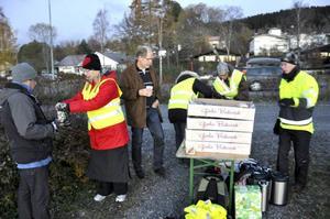 Trafikanter bjöds på kaffe och mackor när Trafikverket och kommunen invigde rondellerna på Frösön.