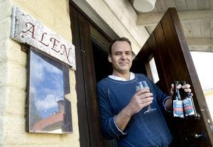Lars Nyman i dörren till bryggeriet när det precis hade flyttat in sommaren 2015. Bild: Mårten Englin
