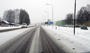 Moddigt och slirigt på riksväg 71, det största turistråket till och från Dalafjällen, har det varit under årets två första dagar.