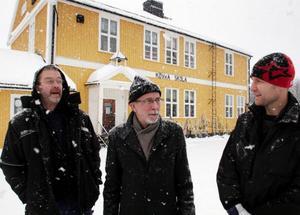 Från vänster Håkan Olsson, Per-Erik Wåglin och Mattias Wikner hoppas att friskolan i Kövra ska bli ett lyft för hela bygden. Foto: Bengteric Gerhardsson