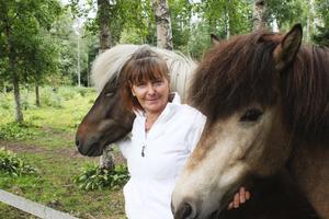 Birgitta Haals älskar sina hästar. Stona Gidja och Gledi har hon hemma i hagen, men hon har ytterligare två hästar på en annan gård som ligger i närheten.