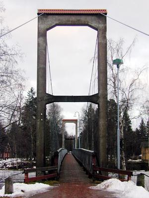 Stopp. Hängbron mellan centrala Vansbro och Grönalid stängdes på torsdagen.