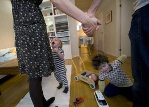 """DET ÄR MYCKET NU. """"Det är väldigt mycket runt omkring paret som tar energi under småbarnsåren"""", säger Eva Sanner som är psykosyntesterapeut."""