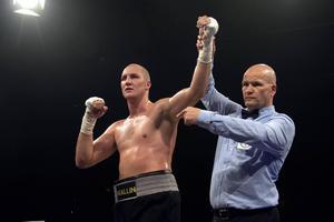 Otto Wallin vann sin 13:e proffsmatch. Det krävdes sex ronder, men sundsvallsboxaren vann klart på poäng.