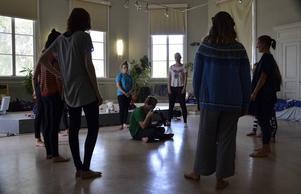 Under Dansvideokursen spelas bland annat ljud in som görs med rösten och kroppen. Ljuden ska det sedan dansas till.