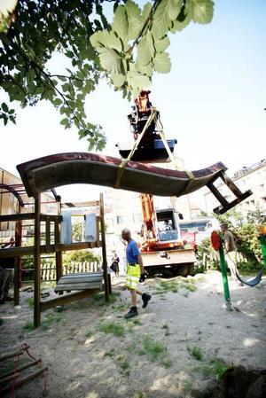 Snart är rutschkanan borta. Ett steg i rätt riktning i lekplatsens förvandling till prunkande minipark på Söder i Gävle.
