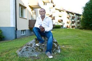 Yared Kinfe Abebe bor sedan åtta år i Sandviken och jobbar i en möbelaffär i Hofors.