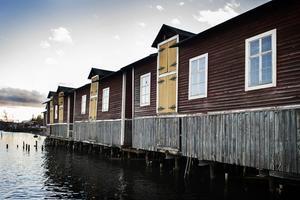 Örnsköldsviks kommun återupptar sina planer på att bygga ytterligare två fastigheter invid servicehuset som ska byggas där de gamla saltmagasinen i dag finns.