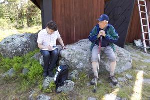 Några nya anteckningar blev det för Daniel Olsson, under besöket på Bålsön. Gunnar Selin hade mycket att berätta.