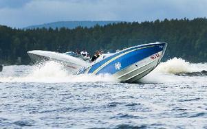 Två av deltagarna som visade upp sina båtar inför Poker Runn. Foto: Mikael Forslund