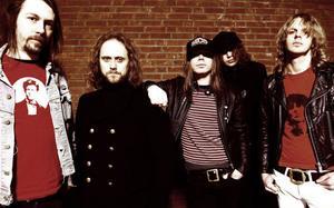 Efter femton är The Hellacopters blott ett minne. Istället fokuserar Robert Eriksson på sitt eget band Tramp, som snart ger ut sin debutplatta. Han hinner också spela med Lars Winnerbäck och det gamla 80-talsbandet Strindbergs.